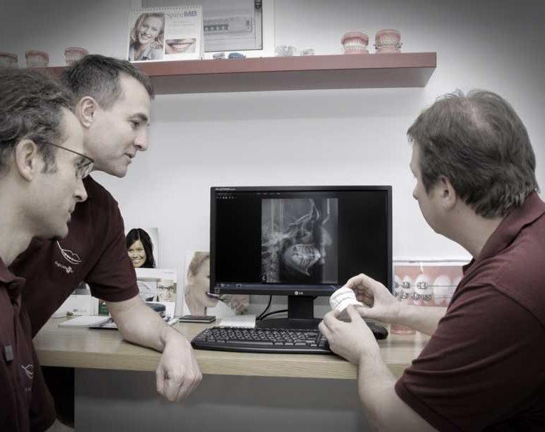 Állcsontsebészettel kombinált fogszabályozó kezelés menete
